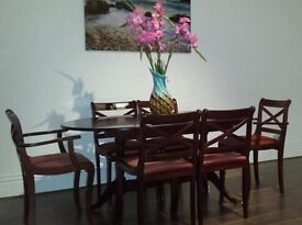Extendible table + 6 chairs. Good condition.