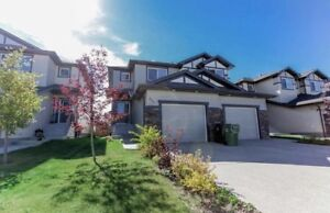 3 bedroom 2-1/2 bath duplex single garage Leduc $1525