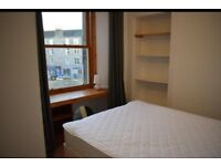 A cosy double bedroom in a two bedroom flat i Abbeyhill