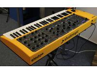 Studiologic Sledge 61 key Synthesizer with Gator case