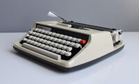"BROTHER ""ACTIVATOR 800T"" MANUAL PORTABLE TYPEWRITER + CASE"