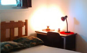 Furnished bedroom to rent monthly- Chambre meublé à louer-mois