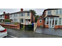 3 or 4 bed house, close to all amenaties, shop's, supermarkets, transport, city centr,e uni, garden
