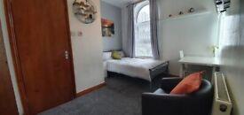 En suite bedrooms, bills included,walk to city centre, university, train station, all amenaties