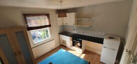 (ALL BILLS INCL) Self contained studio flat within 10 mins walk to Brockley, New Cross Stations