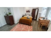 Newly Refurbished Studio Flat | Fully Furnished | Wood Floors | Fully Fitted Kitchen | ref. 06-814P