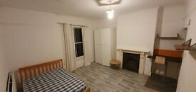 Self Contained Studio Flat with garden, 8 mins to Brockley Station. ALL BILLS INCL, DSS WELCOME