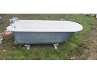 Free standing cast iron bath
