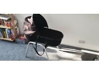 Phil and Teds Peanut carry cot Bassinet FREE