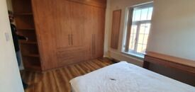 En suite rooms, bills included, Prestwich,close to city, transport, shops all amenities.