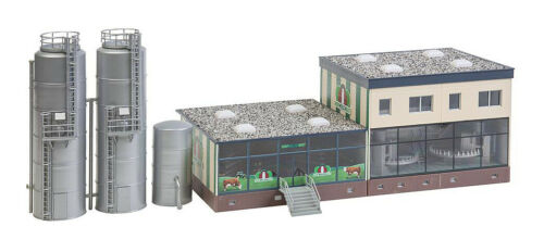 HO Scale Buildings - 130198 - Dairy with silos - Kit