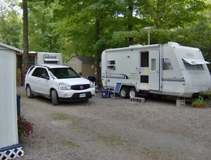 22' TrailLite Trailer with attached Screen Room