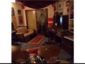 Music Studio for Rehearsal / Recording in Old St from £6ph inc back line and storage