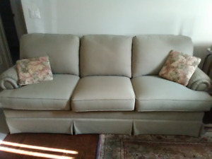 THOMASVILLE BRAND SOFA FOR SALE $300