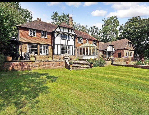 Dog loving housekeeper in Forest Row, East Sussex