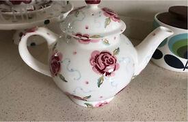 Emma Bridgewater 4 cup rose and bee tea pot