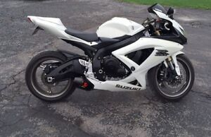 2009 GSX-R 600 Pearl White Limited Edition