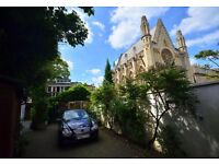 Fantastic opportunity to rent a stunning two bedroom coach house, with parking a roof terrace.