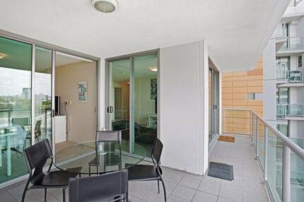 Fully furnished 2 bedroom apartment - Near Suncorp Stadium,Milton