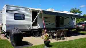 """""BEAUTIFUL"""" 2011 30' Salem with 2 spacious slide outs!!"