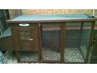 Large chicken coop chicken pen