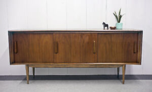 Vintage Walnut Sideboard / Entertainment Unit (Teak Style)