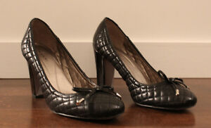 Excellent Condition Tahari Quilted Leather Black with bows US 9M