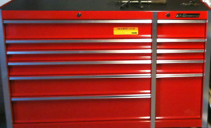 NICE TOOL BOX AND TOOLS MUST PICK UP