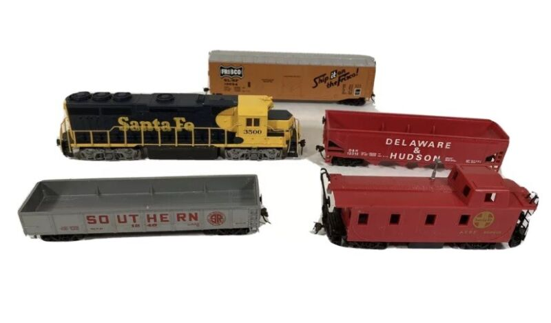 Lot Of 5 Bachmann HO Electric Train And 4 Cars