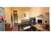 Spacious furbished room in 5-bd student flat next to Kelvingrove Park
