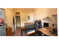 Spacious furbished room in 5-bd student flat in Finnieston