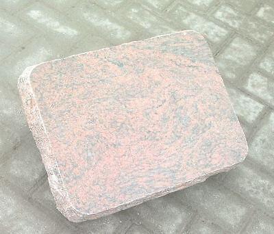 Grabstein, Liegestein, aus Granit mit  ihrer  Inschrift und Ornament