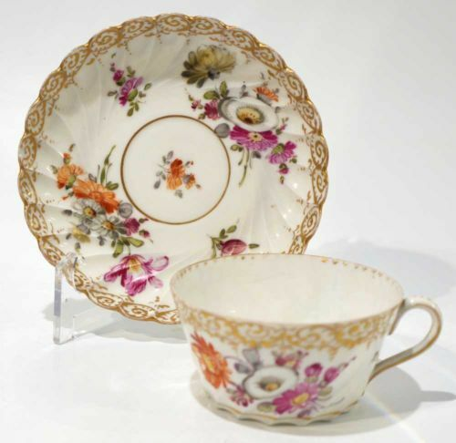 How to Display Mismatched Tea Sets