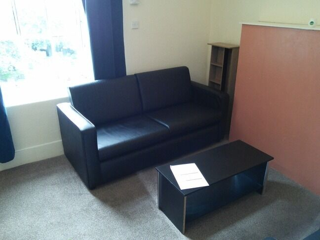 EXCELLENT 4 BEDROOM STUDENT FLAT IN CITY CENTRE CLOSE TO UNIVERSITIES (46RF2L)