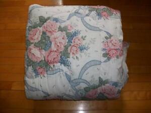 Douillette comme neuve pour lit double / couvre-lit couvre-pieds