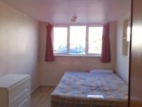 Iffley en-suite double room available immediately to a single professional or student