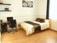 ★ Nice Bright Kingsize by Stratford City Westfield. Only 10 mins to Liverpool St. 15 mins to Bank ★