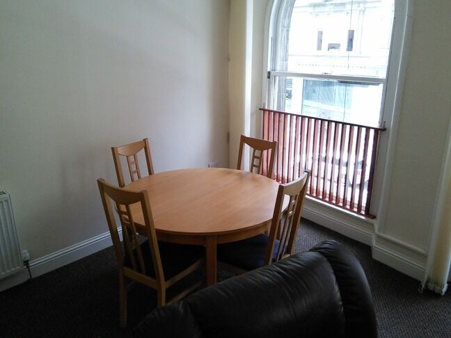 BEAUTIFUL 2 BEDROOM STUDENT FLAT IN CITY CENTRE AND CLOSE TO UNIVERSITY OF DUNDEE (12WH1R)