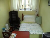 Single Furnished Bedroom offered £15 per day in Thorpe Marriott,Near Norwich. Cosy ,clean pad