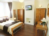 ♦ Premium Kingsize inc Sofa+TV. 12Mins To Zone 1 ♦ Charming Location in Stratford.FREE WiFi Cleaner♦