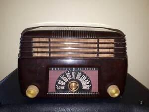 RADIO À LAMPES ANTIQUE