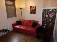 Single room with a shower and basin, 50mb WIFI, all bills included in Swindon centre