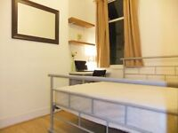 ♦ Beautiful Room in STRATFORD. Close To Tubes Trains Buses and Classy Westfield Shops. Free WiFi ♦
