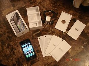 **iPhone 4s onRogers, Excellent Condition, Black,Owned Since New