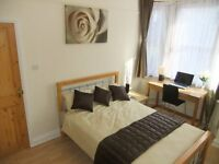 ■▬ Captivating Double With TV. Magnetic Atmosphere in Prime Location: Stratford! 12Mins To Zone 1 ▬■