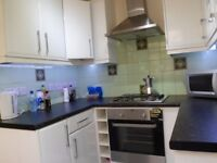Rent a couples room in zone 3, Bounds Green
