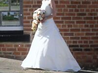 Ivory Wedding Dress Size 8/10 with underskirt and bouquet