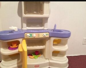 Little tykes kitchen set and dishes Call number on add thanks