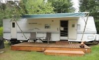 33ft Wilderness Trailer *MINT CONDITION*