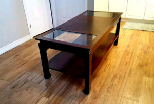 BEAUTIFUL MAHOGANY SOLID WOOD COFFEE TABLE WITH GLASS!